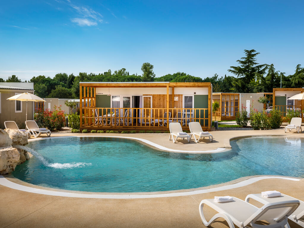 Mobilheime mit privaten oder gemeinsamen pools - Campsites with swimming pools near me ...