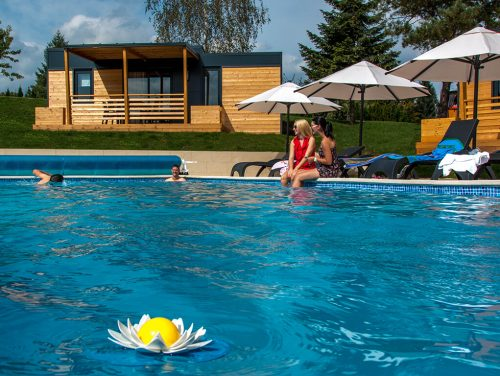 camping-turist-grabovac-mobile-homes-outside-pool